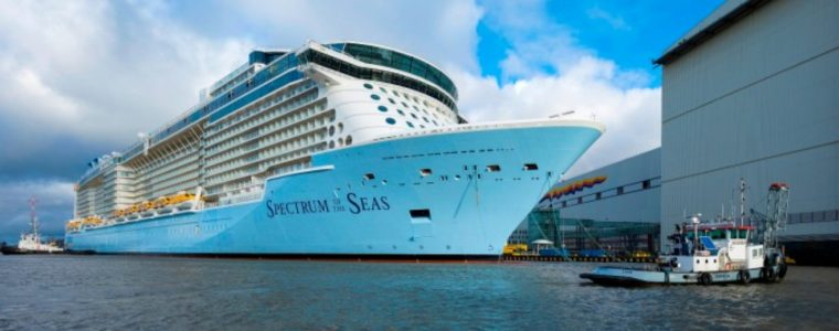 Cruise schip verlaat Papenburg